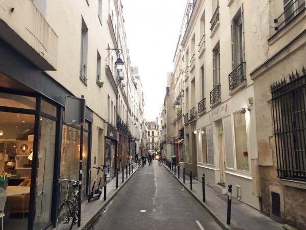2018 8-9 ヨーロッパ買い付け後記4 パリで昼と夜と同じもの食べる 入荷レディース、ワンピース、ブラウス_f0180307_22195034.jpg