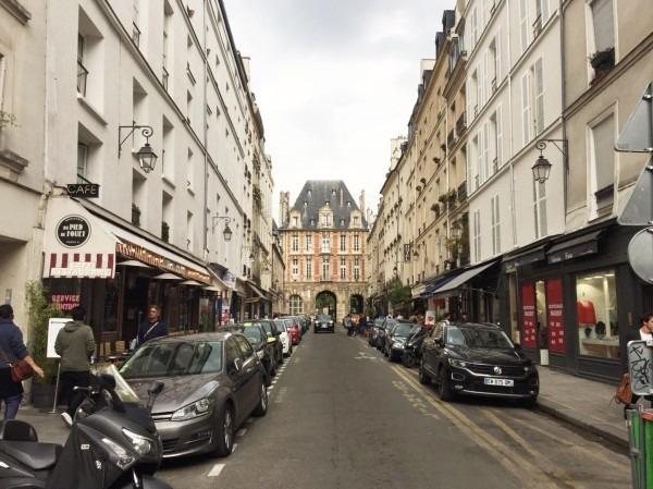 2018 8-9 ヨーロッパ買い付け後記4 パリで昼と夜と同じもの食べる 入荷レディース、ワンピース、ブラウス_f0180307_22195168.jpg