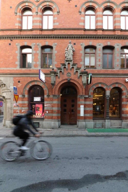 ■北欧近代建築を巡る旅 アールト&アスプルンド 1日目 朝の散歩_f0165030_11214037.jpg