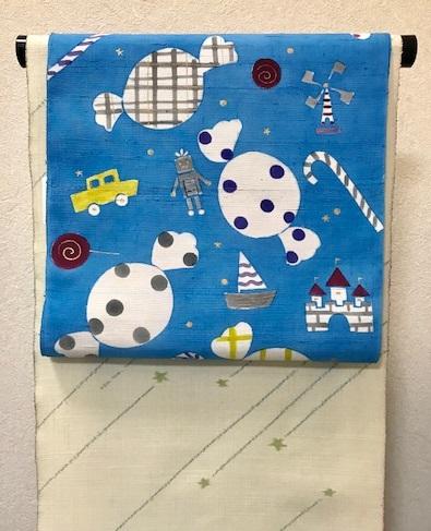商品紹介・岡田その子さん・綺麗な青色の楽しい型絵染の帯。_f0181251_1683475.jpg