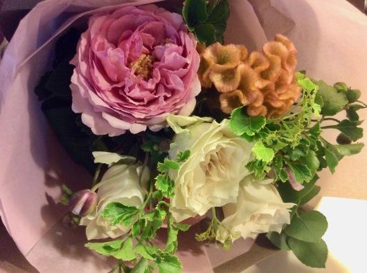 花に見守られて  ♫•*¨*•.¸¸♪ ♡_c0203401_08133198.jpg