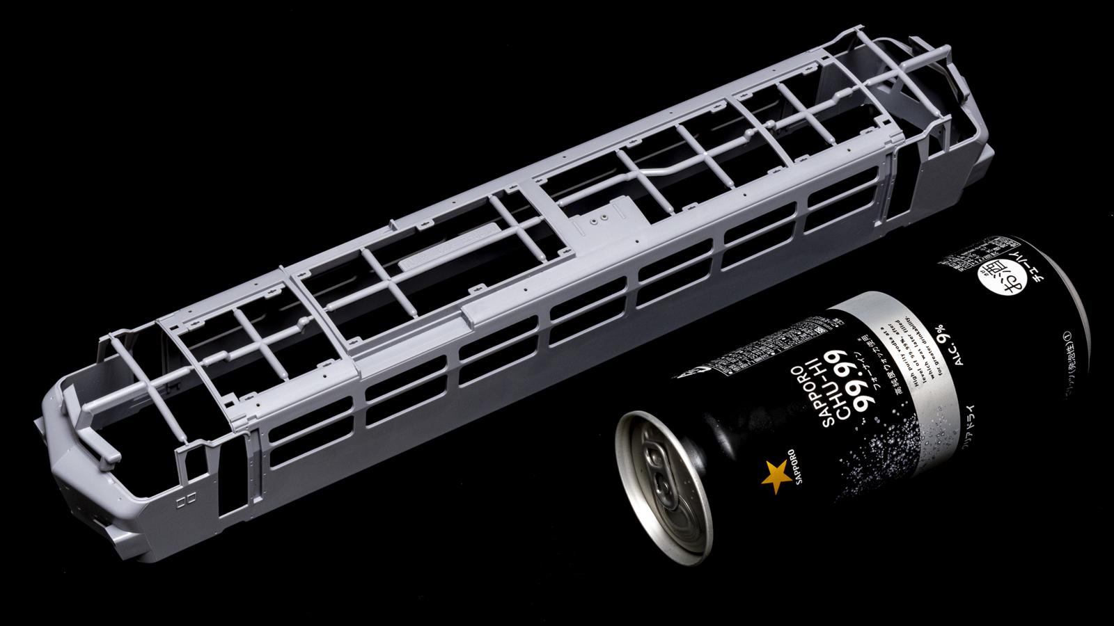 アオシマの放つ「超巨大な電気機関車のプラモデル」、トレミュEF66の細部に迫る【前編】_b0029315_00292513.jpg