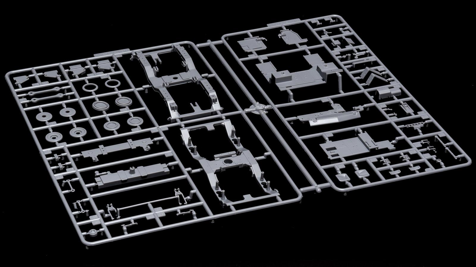 アオシマの放つ「超巨大な電気機関車のプラモデル」、トレミュEF66の細部に迫る【前編】_b0029315_00415236.jpg