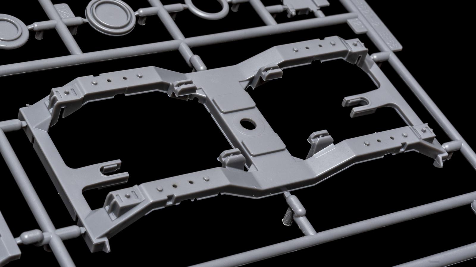 アオシマの放つ「超巨大な電気機関車のプラモデル」、トレミュEF66の細部に迫る【前編】_b0029315_00425391.jpg