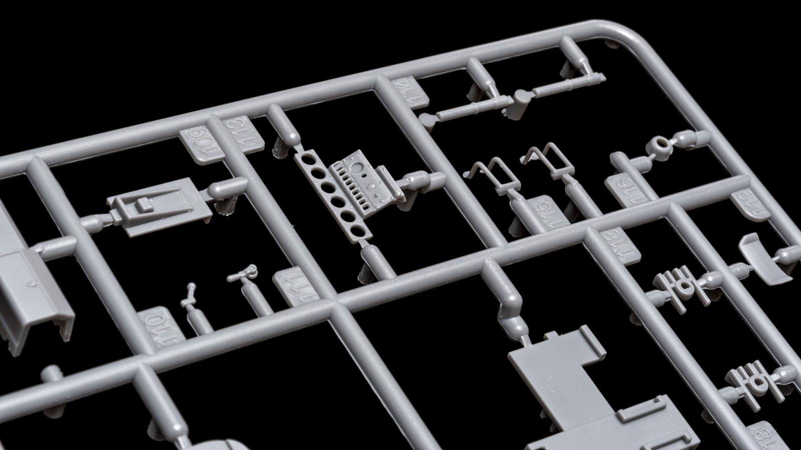 アオシマの放つ「超巨大な電気機関車のプラモデル」、トレミュEF66の細部に迫る【前編】_b0029315_00452311.jpg