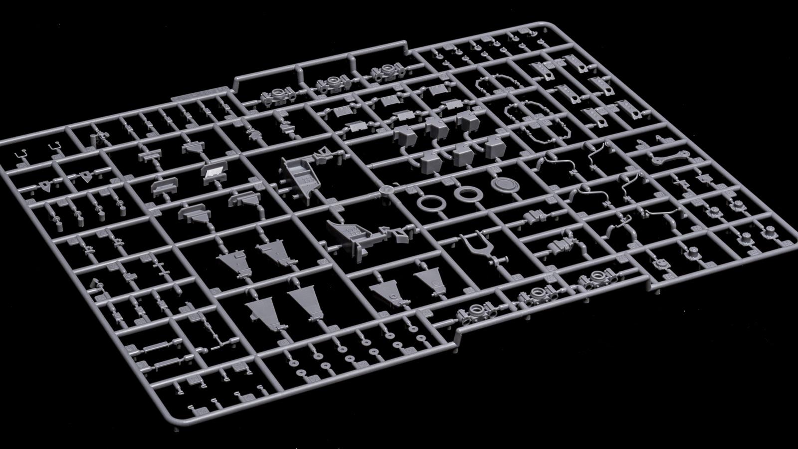 アオシマの放つ「超巨大な電気機関車のプラモデル」、トレミュEF66の細部に迫る【前編】_b0029315_01104730.jpg