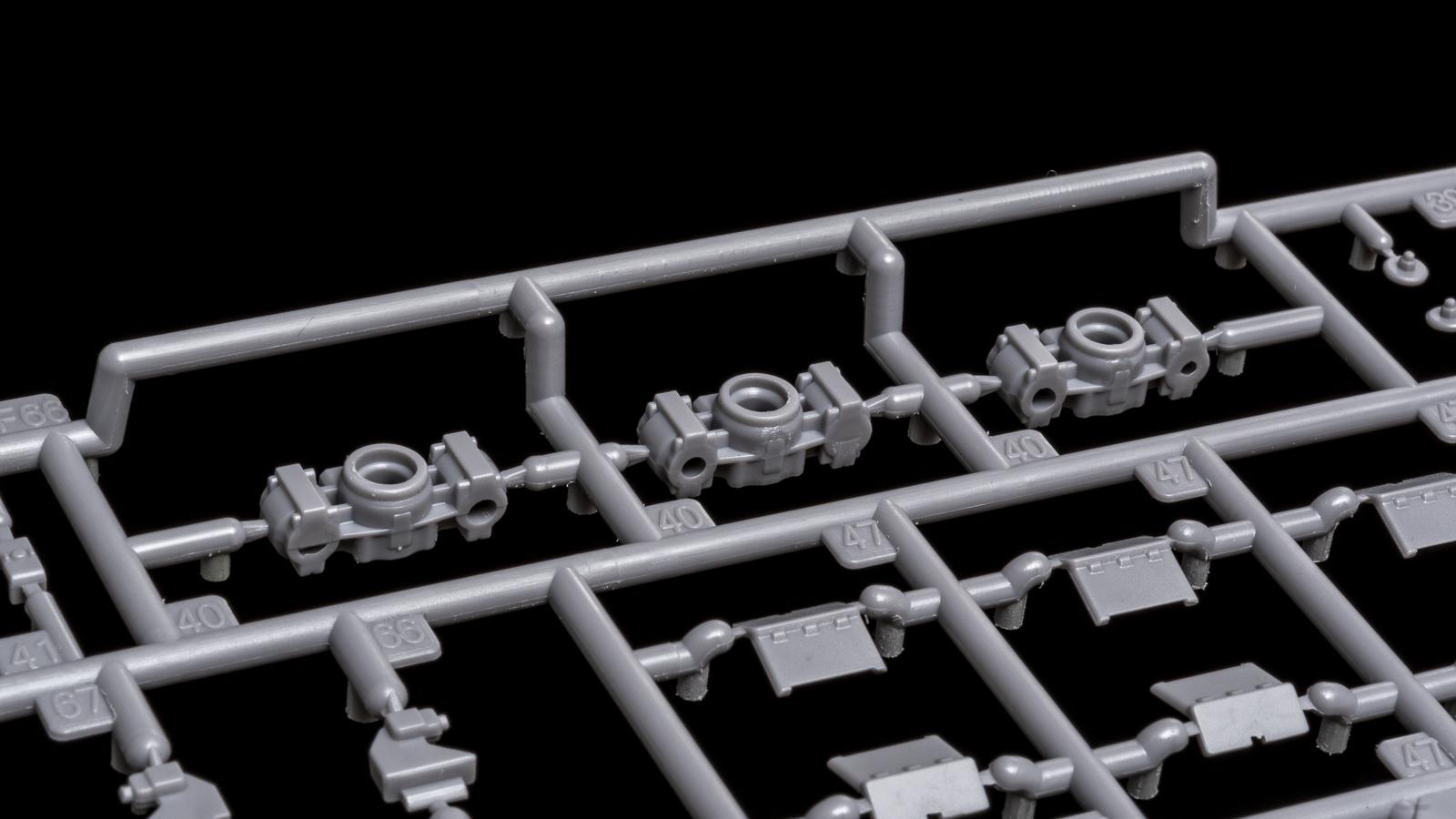 アオシマの放つ「超巨大な電気機関車のプラモデル」、トレミュEF66の細部に迫る【前編】_b0029315_01131276.jpg