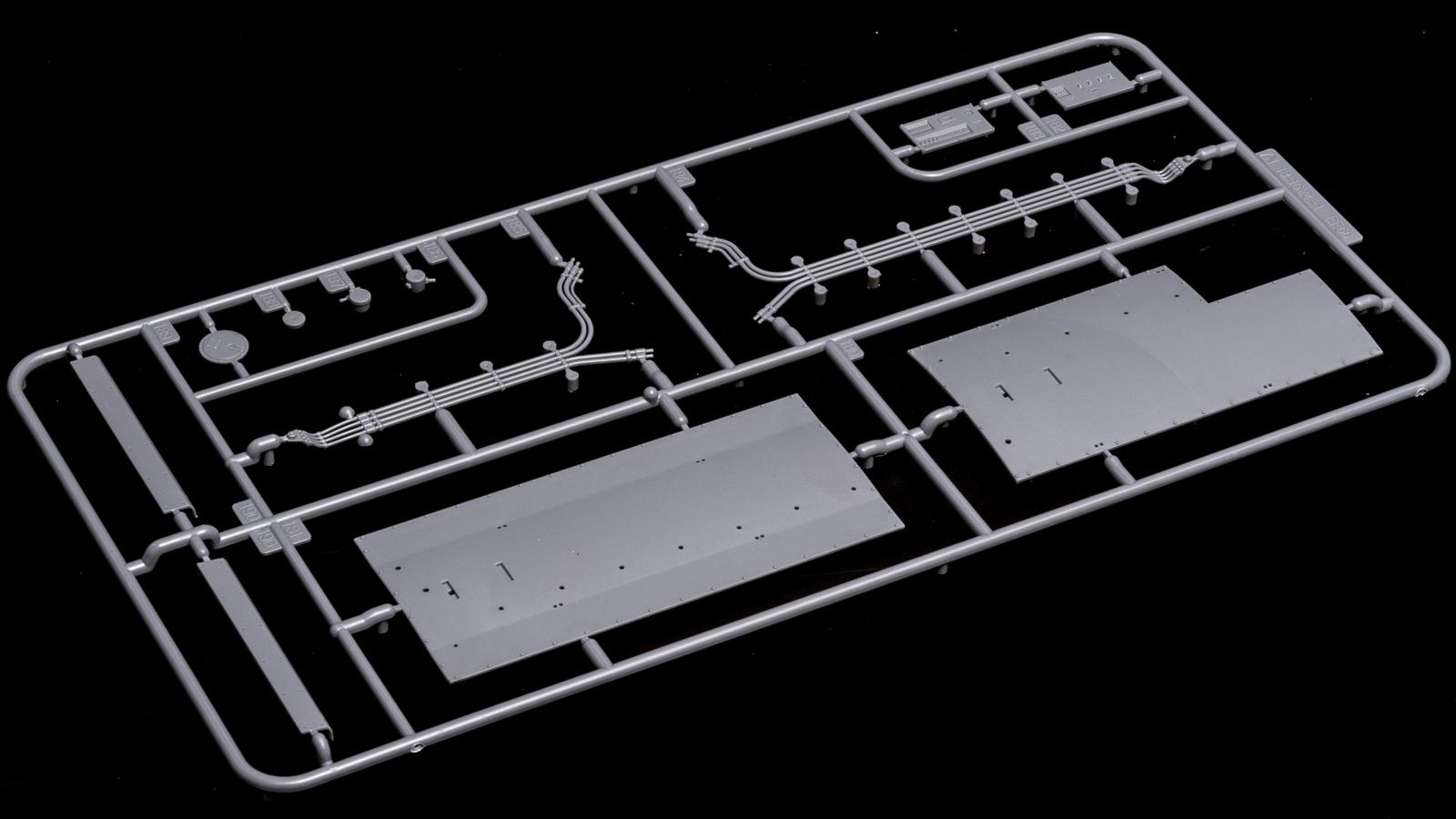 アオシマの放つ「超巨大な電気機関車のプラモデル」、トレミュEF66の細部に迫る【前編】_b0029315_01214857.jpg