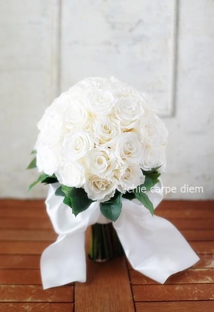 クラッチ風ブーケ 広島まで 大輪の白バラだけを束ねて_a0042928_20432034.jpg
