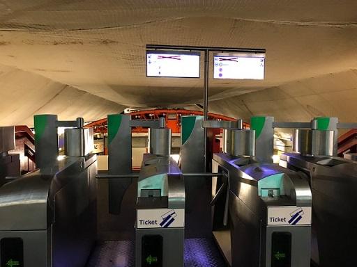 岡田その子・型絵染の帯・パリの地下鉄・赤い元気バッグ_f0181251_15231429.jpg