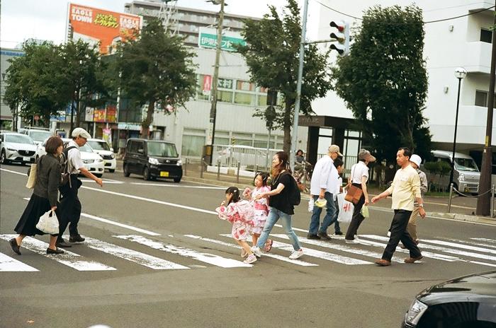 バスセンター前の横断歩道とリムジンバス_c0182775_16371244.jpg
