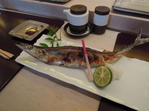 築地で秋刀魚を食す_e0116211_10374273.jpg