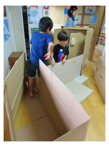 段ボールでおうち作り・幼児クラス(上高野)_f0211514_11504757.jpg