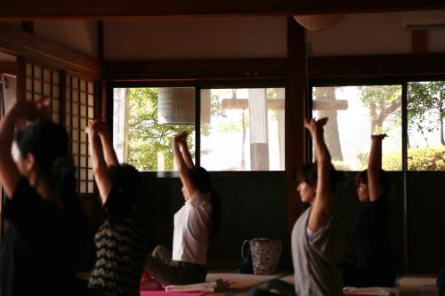 新年1月7日(月)は寺ヨガ・坐禅会です!_e0246710_13033419.jpg