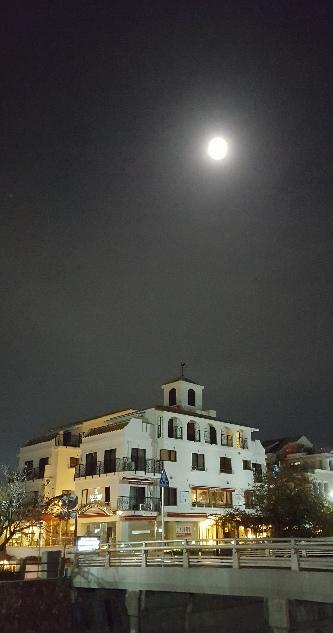 満月と~_f0126121_1815573.jpg