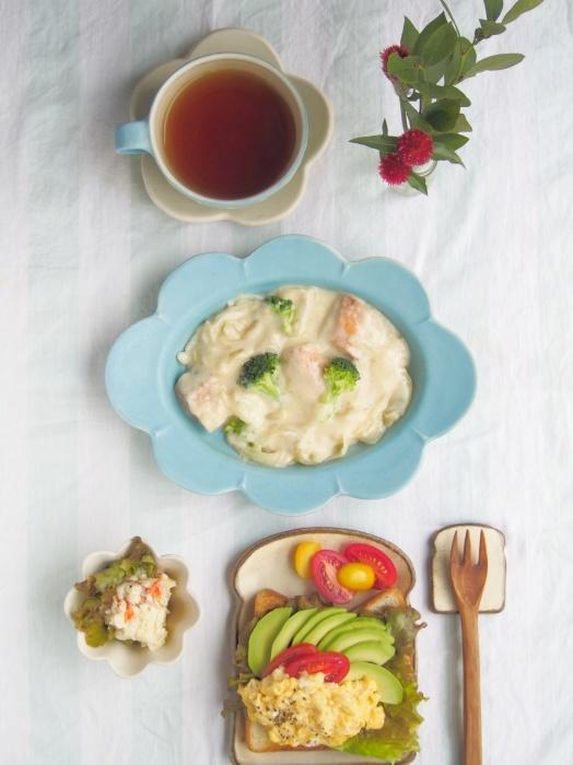 鮭のクリーム煮とアボカドトースト_b0277136_08074224.jpeg