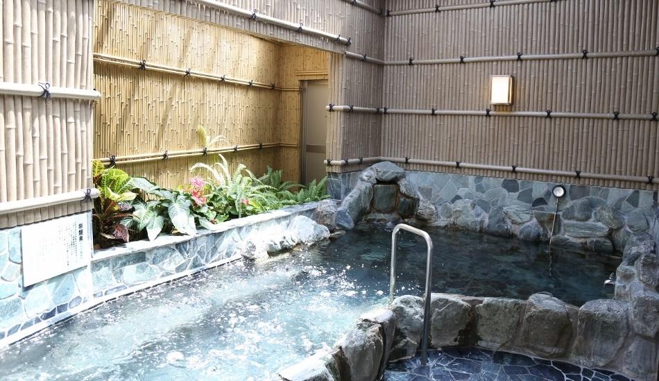 砂町銀座を抜け丸八通りに、目指すは下町の露天風呂。_e0120614_18110186.jpg