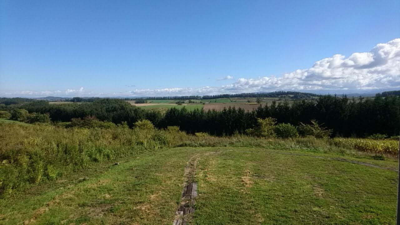 丘のほとりからの風景_b0106766_18173160.jpg