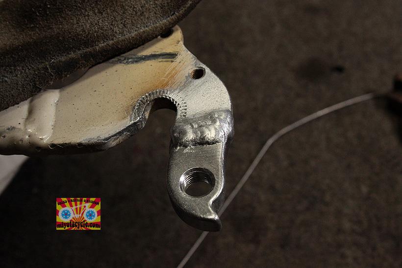 アルミフレームのディレーラーハンガーの修復_e0126901_10565545.jpg