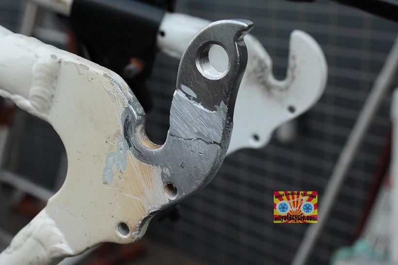 アルミフレームのディレーラーハンガーの修復_e0126901_10570104.jpg