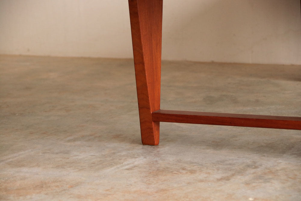 『Illum Wikkelso Teak Solid Coffee Table』_c0211307_16402389.jpg