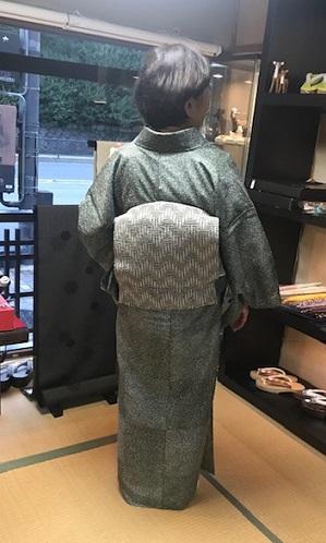 ご来店のお客様・市松のろうけつ染着物に和紙絹もじり帯_f0181251_15525622.jpg