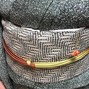 ご来店のお客様・市松のろうけつ染着物に和紙絹もじり帯_f0181251_15554625.jpg