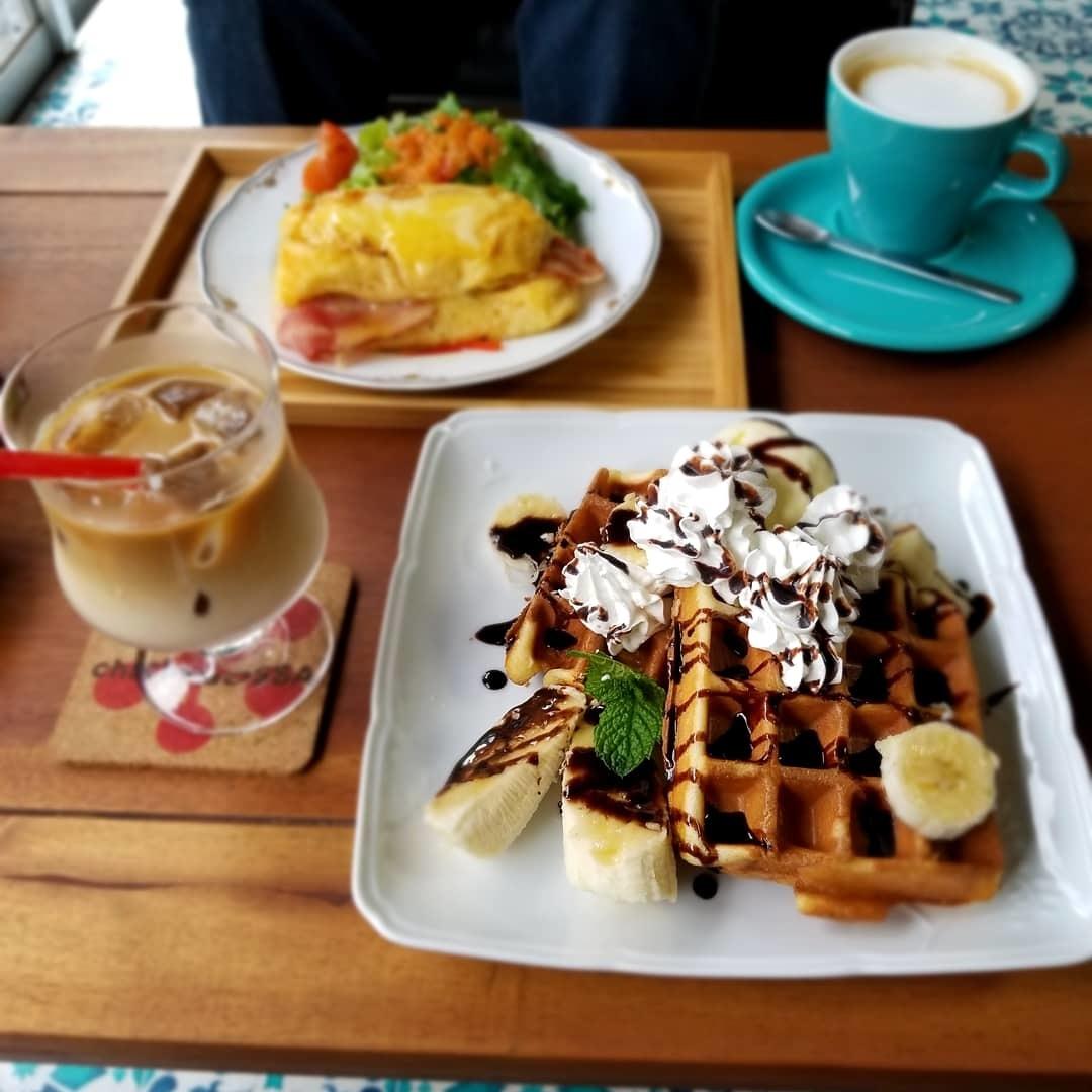 Cafe chacha BOSSA * キッチュでレトロな民家カフェでほっこり♪_f0236260_03151394.jpg