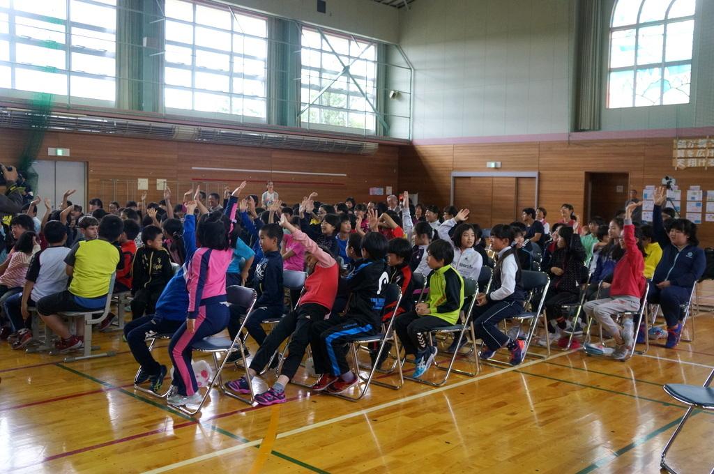 鶴居小学校で特別授業、素晴らしく出来上がったステージでリハ、そして夜は湖カヌー。_c0180686_01293240.jpg