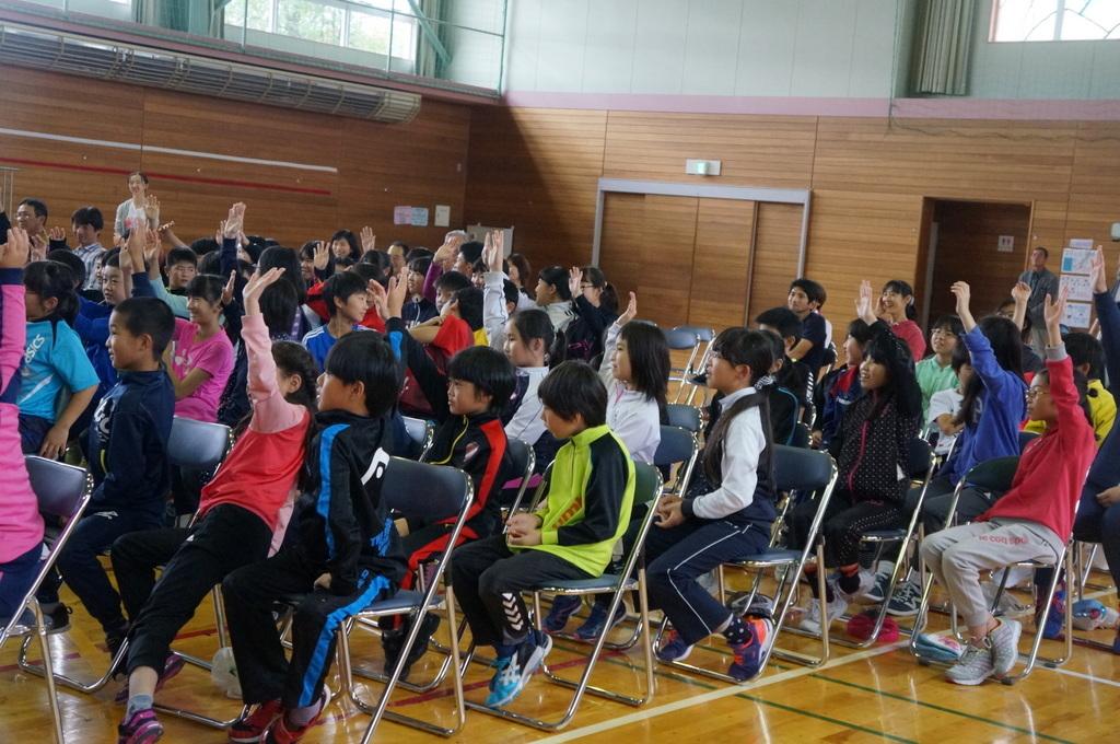 鶴居小学校で特別授業、素晴らしく出来上がったステージでリハ、そして夜は湖カヌー。_c0180686_01293596.jpg