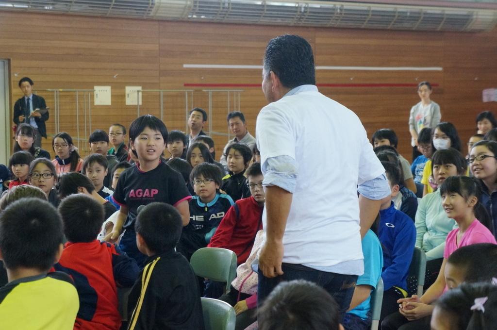 鶴居小学校で特別授業、素晴らしく出来上がったステージでリハ、そして夜は湖カヌー。_c0180686_01294699.jpg