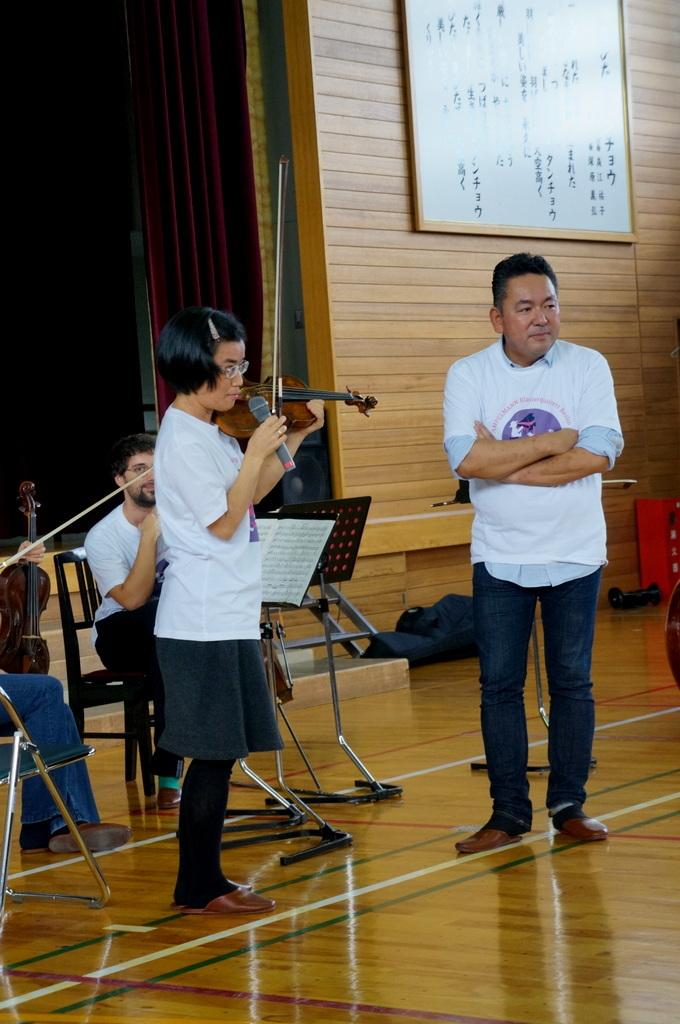 鶴居小学校で特別授業、素晴らしく出来上がったステージでリハ、そして夜は湖カヌー。_c0180686_01301590.jpg
