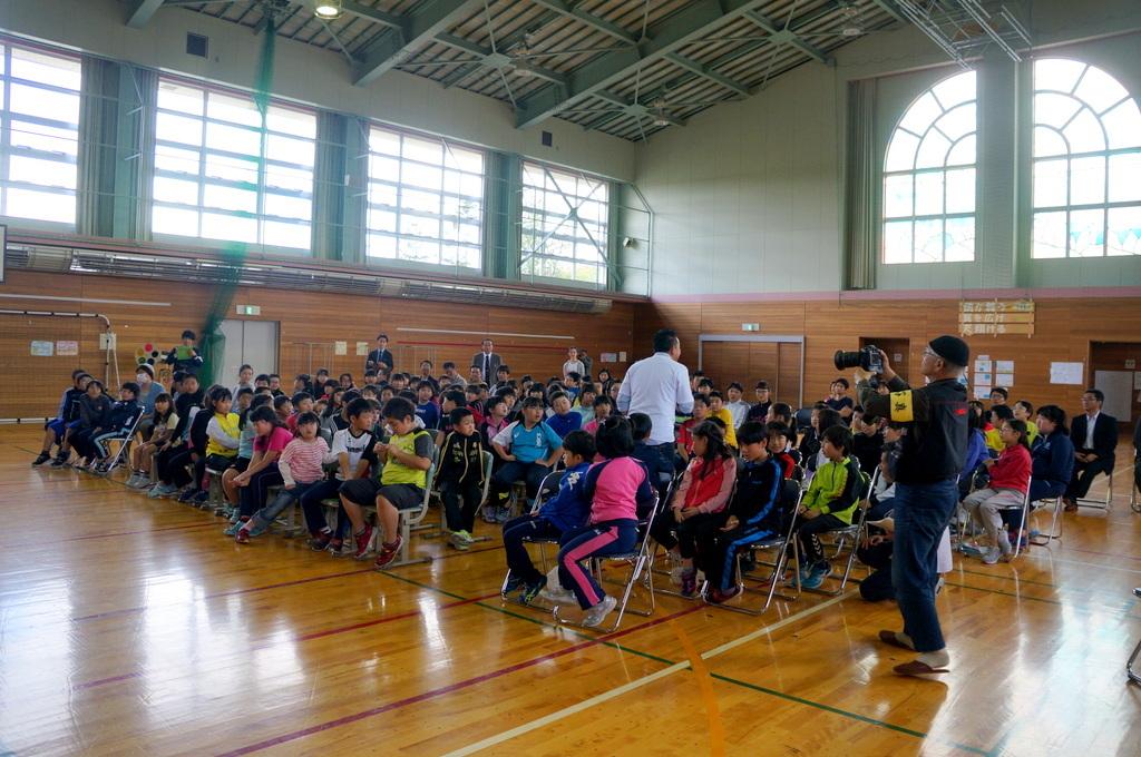 鶴居小学校で特別授業、素晴らしく出来上がったステージでリハ、そして夜は湖カヌー。_c0180686_01302377.jpg