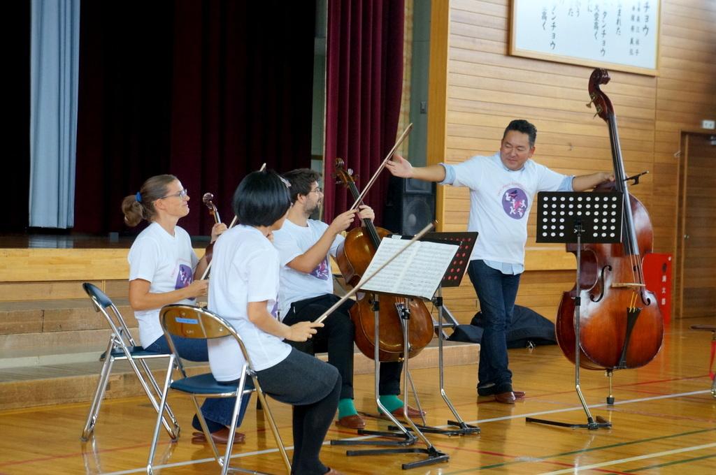 鶴居小学校で特別授業、素晴らしく出来上がったステージでリハ、そして夜は湖カヌー。_c0180686_01303130.jpg