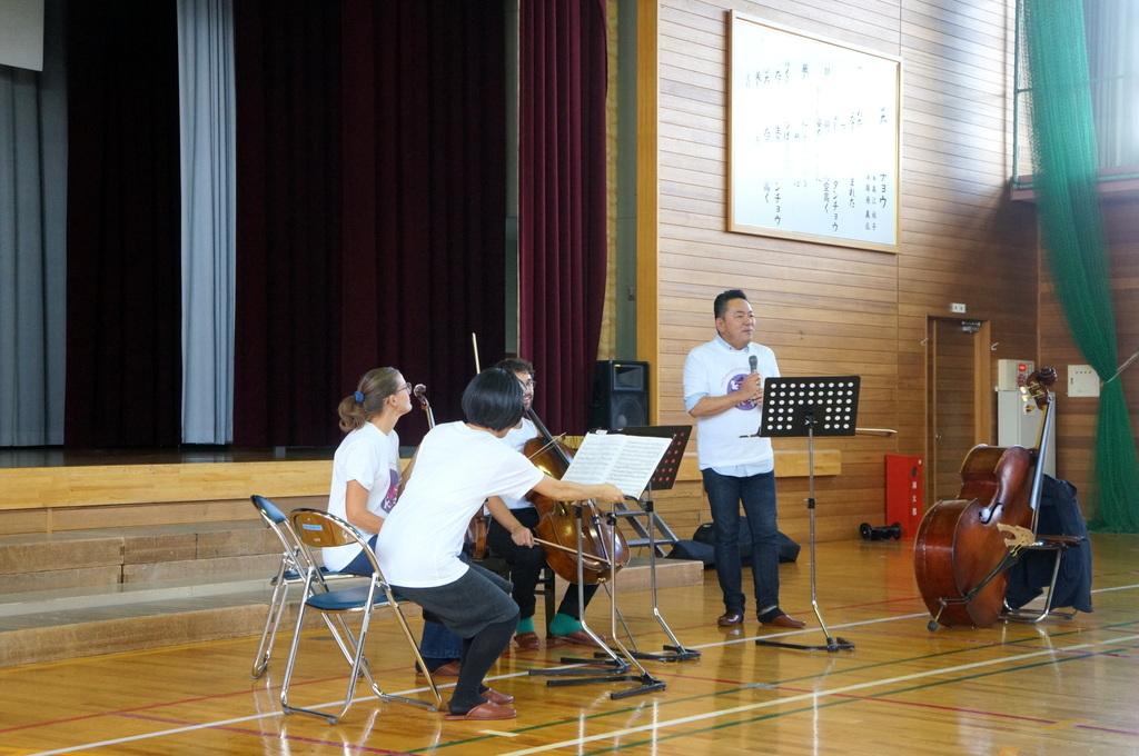 鶴居小学校で特別授業、素晴らしく出来上がったステージでリハ、そして夜は湖カヌー。_c0180686_01304439.jpg