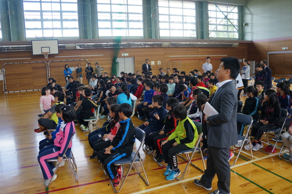 鶴居小学校で特別授業、素晴らしく出来上がったステージでリハ、そして夜は湖カヌー。_c0180686_01305600.jpg