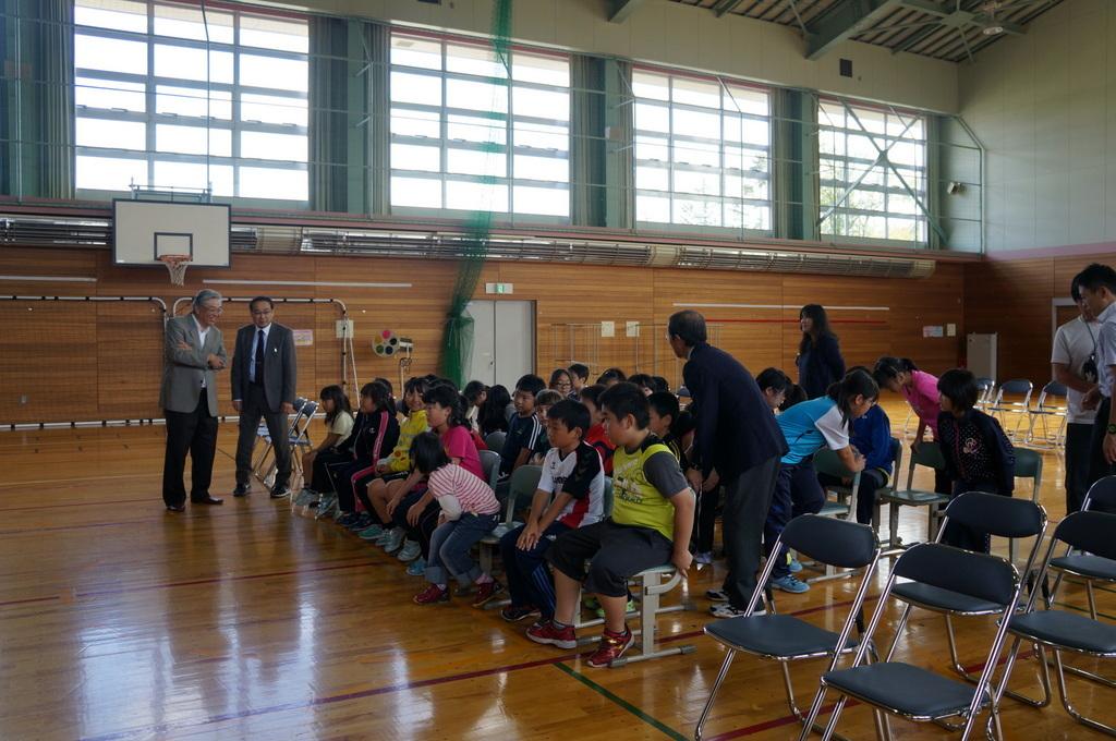鶴居小学校で特別授業、素晴らしく出来上がったステージでリハ、そして夜は湖カヌー。_c0180686_01310525.jpg