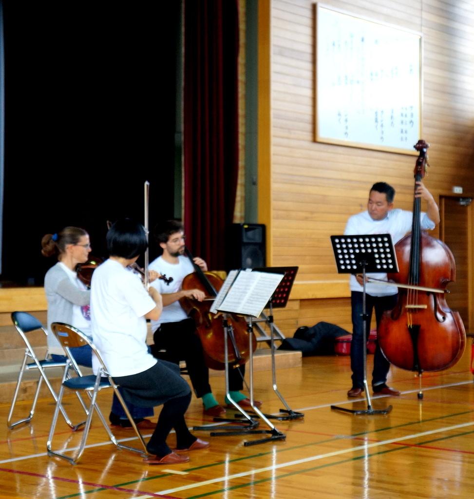 鶴居小学校で特別授業、素晴らしく出来上がったステージでリハ、そして夜は湖カヌー。_c0180686_01320091.jpg