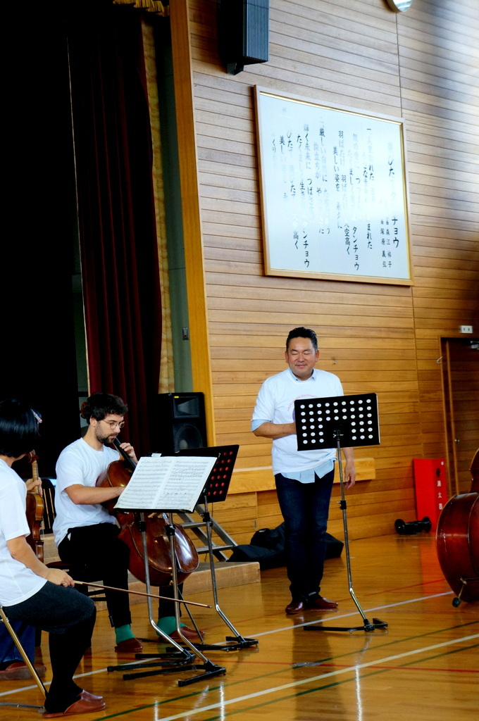 鶴居小学校で特別授業、素晴らしく出来上がったステージでリハ、そして夜は湖カヌー。_c0180686_01320769.jpg