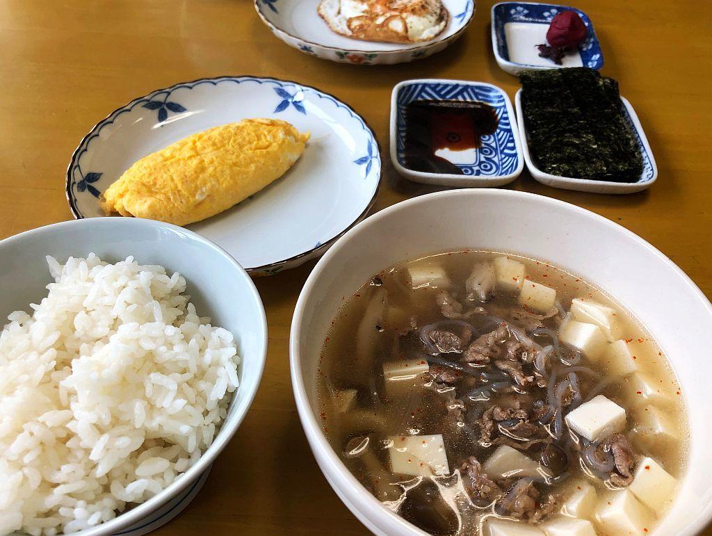 牛肉スープとオムレツな朝餉_e0220163_08471842.jpg