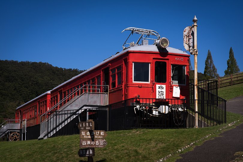 A Red Train Under Perfect Blue Sky_d0353489_14375559.jpg