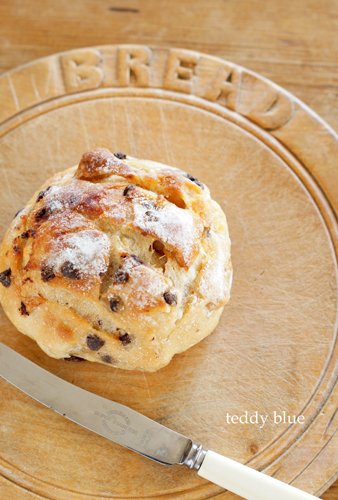 Making chocolate chip bread  チョコレートチップブレッド_e0253364_16182124.jpg