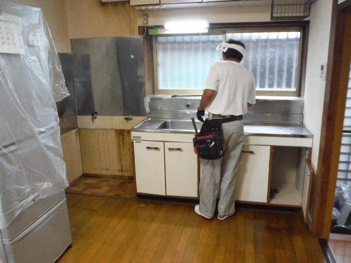 ご家庭に合ったキッチン~古いキッチン取外し_d0165368_05130744.jpg