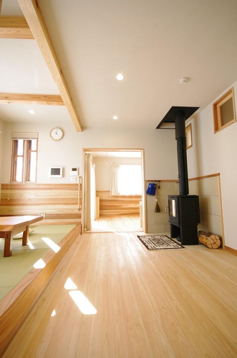 伊那市で設計事務所の家づくり  『畳コーナーと薪ストーブと床暖のある明るいリビングルーム』 _b0146238_06483688.jpg