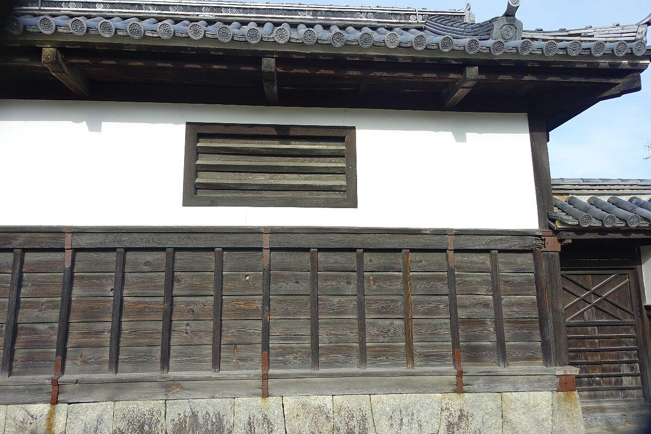 岩国市の香川家長屋門_c0112559_08455366.jpg
