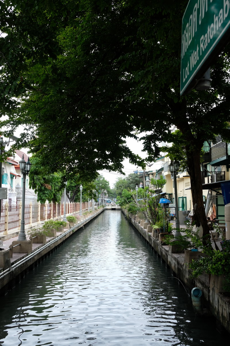 バンコク  ラチャボピット水路、砂金採りのおやじ_b0061717_18361298.jpg