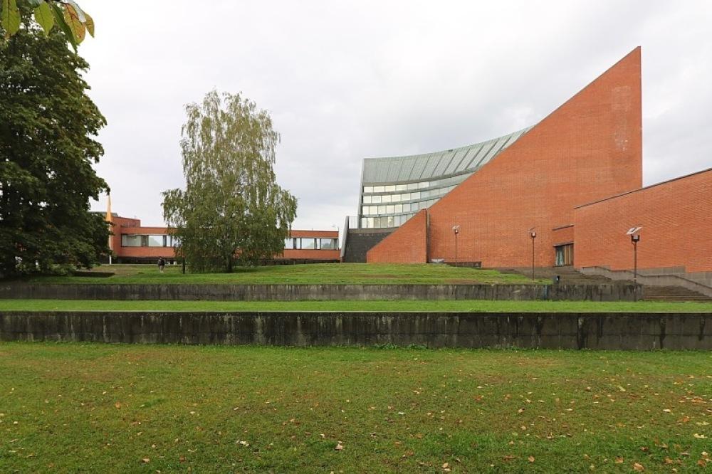 ■北欧近代建築を巡る旅 アールト&アスプルンド 6日目 国民年金会館・アアルト大学・オタニエミの礼拝堂_f0165030_15534968.jpg