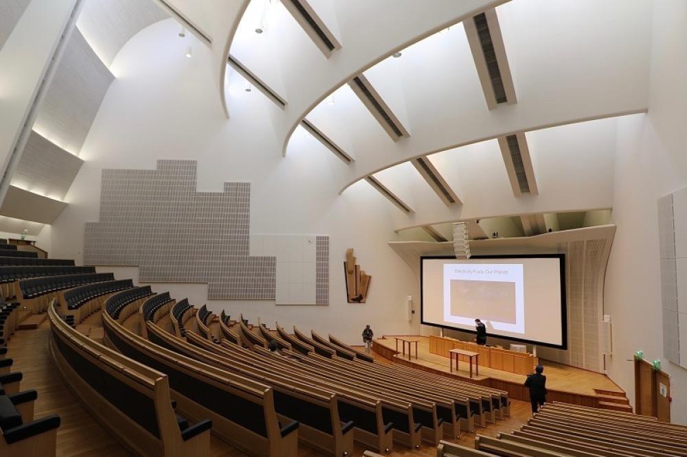 ■北欧近代建築を巡る旅 アールト&アスプルンド 6日目 国民年金会館・アアルト大学・オタニエミの礼拝堂_f0165030_15535228.jpg