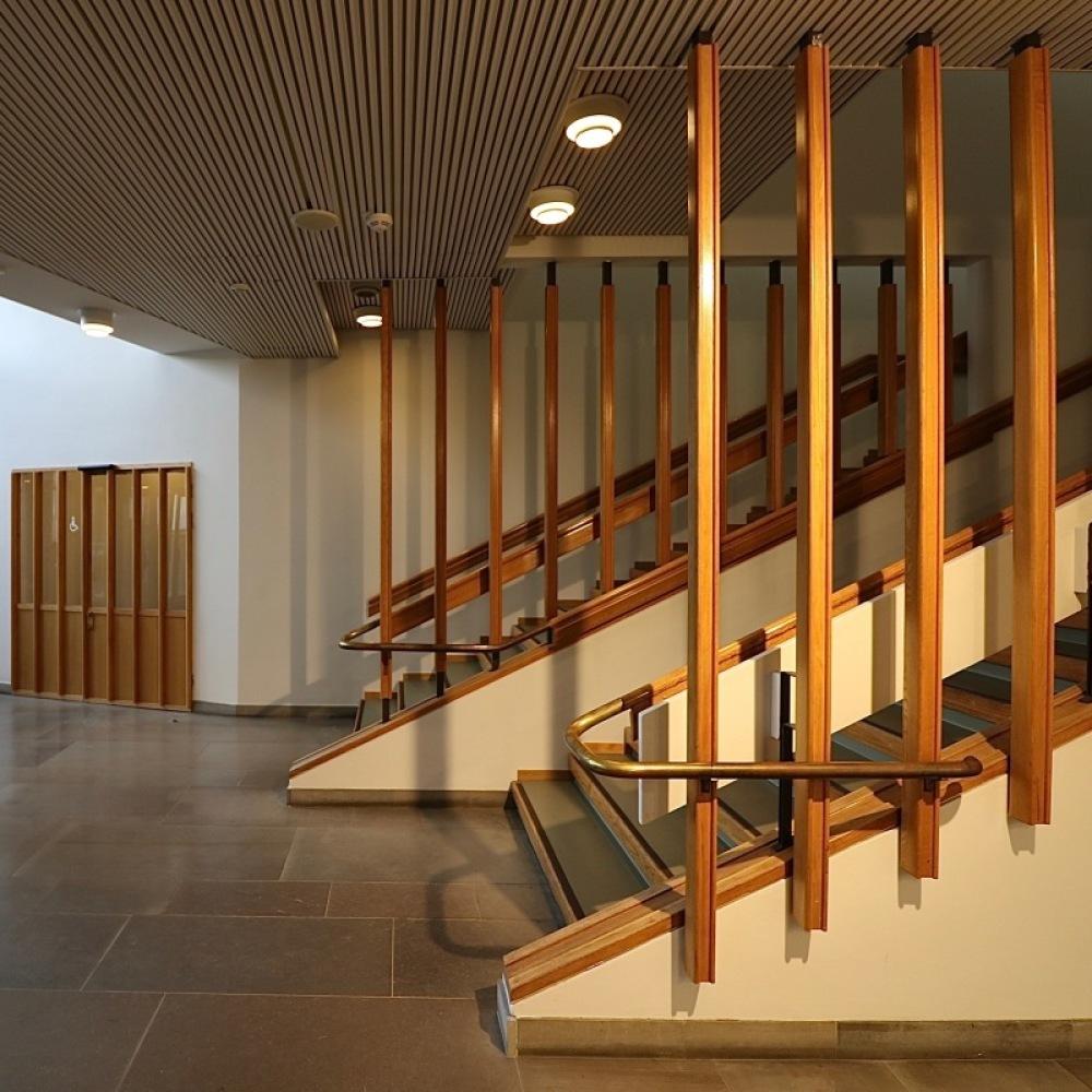 ■北欧近代建築を巡る旅 アールト&アスプルンド 6日目 国民年金会館・アアルト大学・オタニエミの礼拝堂_f0165030_15535355.jpg