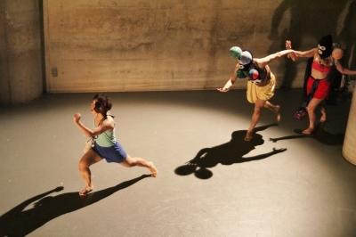 新たなダンスの見せ方を提示した近藤良平版「ダンスブリッジ」公演_d0178431_11144464.jpg